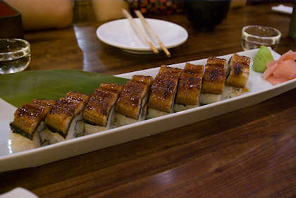 ... I ordered this unagi maki upon knowing that this meal is on company's expenses. Woohoo!