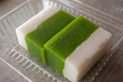 ... tray cake (kuih talam) was being offered when we were just seated down.