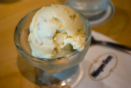 ... finally, I had my Macadamia Nuts ice-cream.