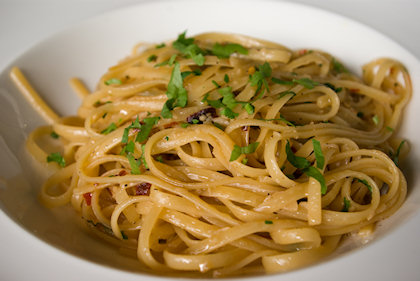 ... aglio olio linguine. Doesn't look appetizing at all.