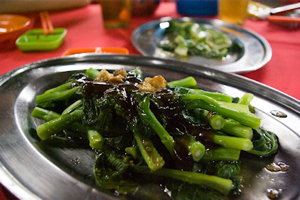... choi sum fah in oyster sauce. There were some fried pork lards on it.