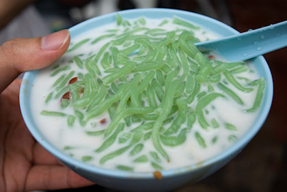 ... my bowl of cendol has abundance of green cendol jelly.